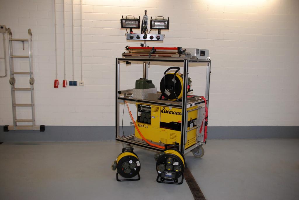 Stativ Beleuchtung | Feuerwehr Hassfurt Rollwagen Strom Beleuchtung